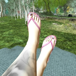 peekaboo - my feet wanted some attention and show you how awesome REIGN.´s flipflops compliment this outfit